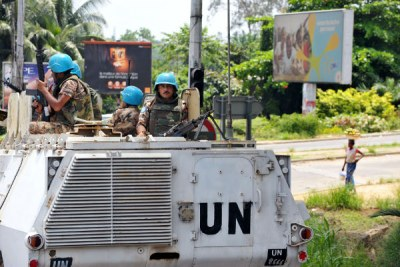 Jordanian officers of the UN Operation in Côte d'Ivoire (UNOCI) patrol the district of Cocody, Abidjan (file photo).