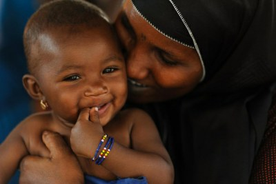 A girl and her mother, in Niger.