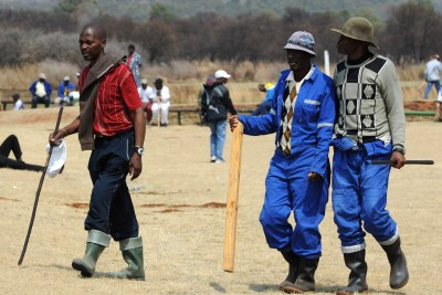 File photo: Striking mineworkers carrying knobkerries, sharpened sticks and iron rods. A round of talks between the platinum industry and unions was expected to continue this week to resolve the widespread strike action in the country.