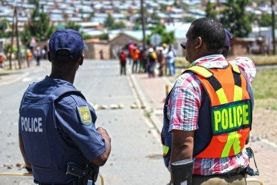 Police monitor demonstrators: Protests had spread across the winelands from De Doorns to Robertson, Wolesley, Ceres, Prince Alfred Hamlet and the surrounds.