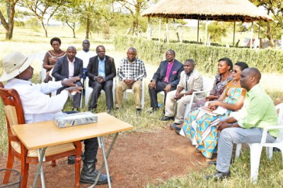 President Museveni, (Left) meets political and religious leaders from Kasese District led by the Leader of the Opposition in Parliament, Ms Winnie Kiiza (3rd Right), on Wednesday.