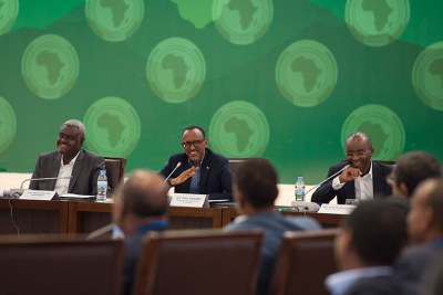 President Kagame with African Union Commission chairperson Moussa Faki Mahamat (L), and Strive Masiyiwa, a member of the Pan-African Advisory team and founder of Econet (R), at a consultative meeting on the African Union Reforms in Kigali.