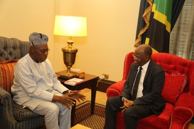 President John Magufuli in a conversation with the former President of Nigeria, Olusegun Obasanjo, who visited him at State House in Dar es Salaam.
