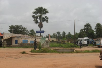 Un signal indiquant la route de Bissau.