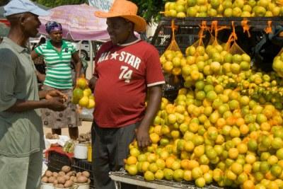 Hoedspruit, Limpopo province: Hawkers at an informal roadside market.