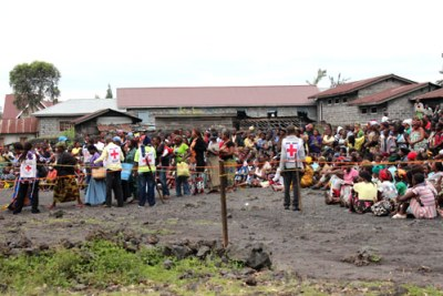 The ICRC distributes food rations in Goma (file photo).