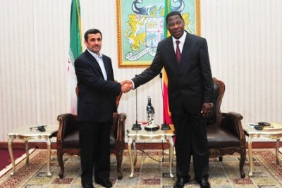 En tournée dans la sous Région : Le Président Iranien Ahmadinejad reçu par Boni YAYI