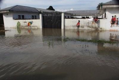 (Photo archives) -  A l'image de cette école maternelle, beaucoup d'édifices de la capitale malienne sont envahies par les eaux de pluies