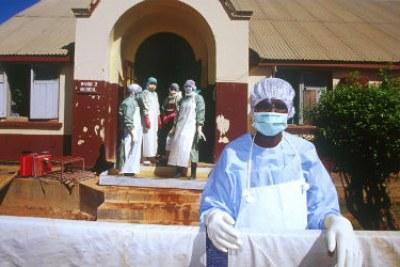 La Croix-Rouge répond à une épidémie d'Ebola en Guinée.