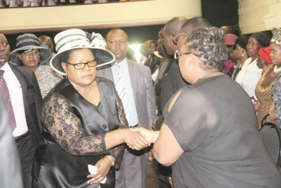 Vice President Joice Mujuru appeared at the burial of Cde Lloyd Dube.