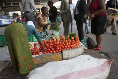 Vendors sell vegetables in Harare (file photo).