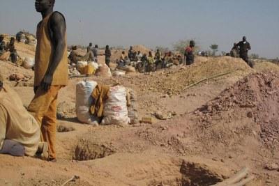 Au Plateau central, les taux d'immigration étaient élevés pendant longtemps, mais de nos jours, on assiste au retour des migrants qui se lancent dans la recherche d'or.