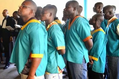 Des prévenus à l'ouverture du procès des adeptes de Mukungubila par le tribunal militaire de garnison de la Gombe siégeant à la prison militaire de Ndolo à Kinshasa