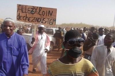 Manifestation contre True Gold à Namissiguima