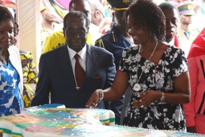 President Robert Mugabe and his family cut the cake.