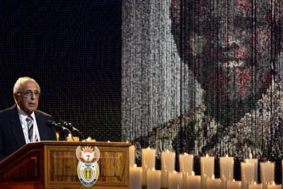 Ahmed Kathrada rendant hommage à Nelson Mandela.