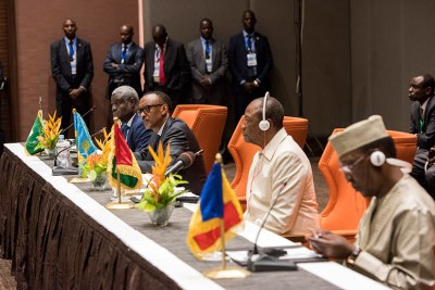 Les présidents Kagame, Alpha Conde de Guinée et Idriss Deby du Tchad et le président de la Commission de l'Union africaine Moussa Faki Mahamat à Conakry, en Guinée, lors de leur réunion sur la mise en œuvre des réformes de l'UA.