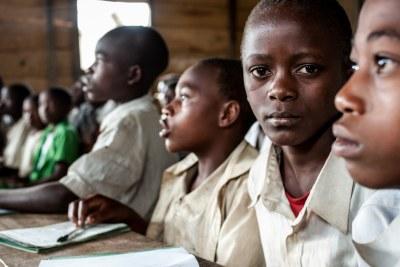 Des enfants dans une salle de classe en RDC