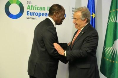 Le Secrétaire général de l'ONU, António Guterres, accueilli par le Président de la Côte d'Ivoire, Alassane Ouattara, au Sommet Union africaine - Union européenne à Abidjan.