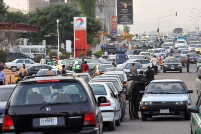 Nigerian motorists queue for fuel.