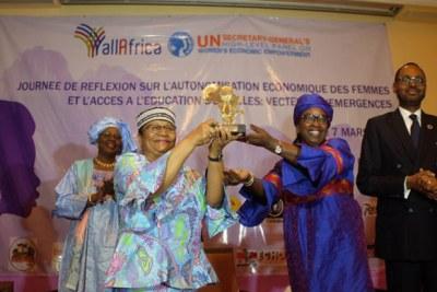 Remise du Prix AllAfrica Leadership Féminin 2017 à Mme la Première Dame du Mali.