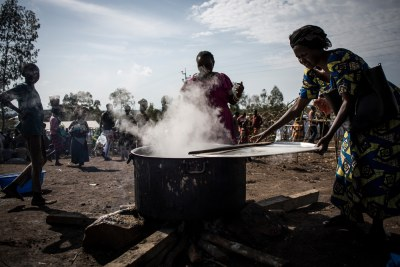 An internally displaced Congolese woman cooks food in an MSF-supported IDP camp in Bunia.