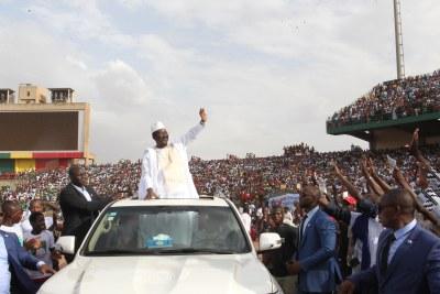 Le chef de file de l'opposition malienne, Soumaïla Cissé, au stade du 26 mars de Bamako devant plus de 80 000 personnes.