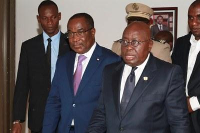 Le président ghanéen Nana Akufo-Addo (centre) en février à Lomé