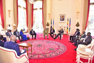 Ugandan President Yoweri Museveni tweeted this picture of the talks between Salva Kiir and Riek Machar.