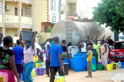 Pénurie d'eau à Dakar