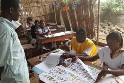 Bureau de vote de Cotonou, pour le premier tour de l'élection présidentielle au Bénin, le 6 mars 2016.