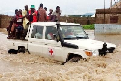 Red Cross team evacuating residents of Yolde Pate Ward in Yola