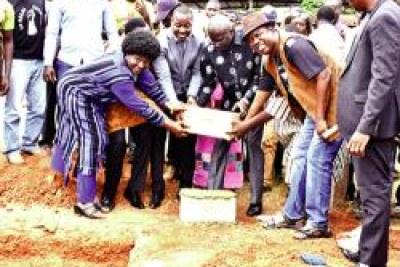 Pose première pierre stèle Thomas Sankara au Burkina Faso