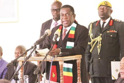 President Emmerson Mnangagwa addresses bankers and captains of industry and commerce during a breakfast meeting at State House in Harare on October 29, 2018.