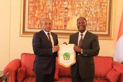 Le président de la CAF en compagnie du chef de l'état ivoirien Alassane Ouattara