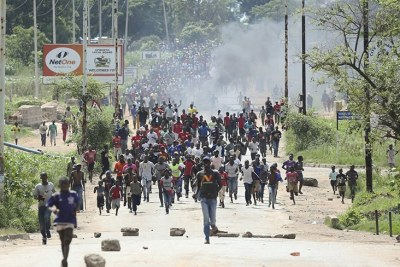 Angry Citizens in Zimbabwe shutdown protests.