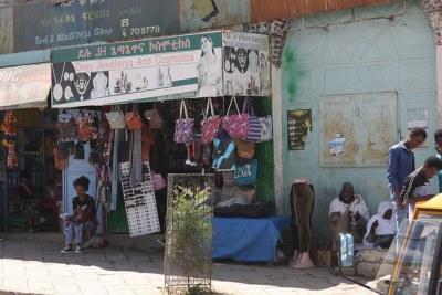 Les larges avenues bordées de palmiers de Mekelle et son marché ont vu une ruée d'Érythréens venir se réunir en famille et profiter de la vie sociale et de la scène commerçante plus vibrante, avant de retourner en Érythrée.