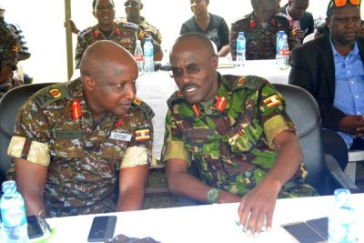 Chief of Staff Maj Gen James Birungi (L) chats with SFC Commander Maj Gen Don Nabsa during the Tarehe Sita celebrations in Entebbe.
