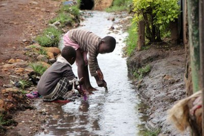 Children play with flowing water at Nyalenda slums in Kisumu in 2015 (file photo).
