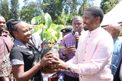 Agriculture Cabinet Secretary Mwangi Kiunjuri hands over avocado and macadamia tree seedlings to farmers at Koimbi grounds in Kiharu, Murang'a County, on May 30, 2019.