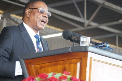 Malawi President Peter Mutharika addresses his supporters during his swearing-in ceremony in Blantyre, May, 28, 2019.