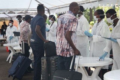 Health workers conduct coronavirus tests (file photo).