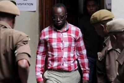 Le journaliste Erick Kabdendera est ressorti libre du tribunal de Kisutu en Tanzanie le 24 février 2020.