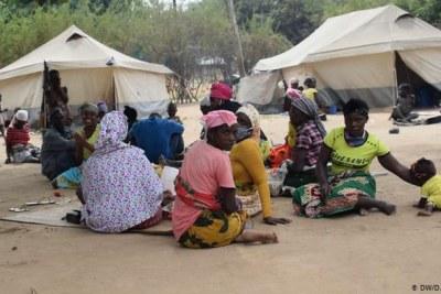 La violence à Cabo Delgado a contraint des centaines de personnes à fuir leurs maisons. Des combats opposant des militants islamistes qui tentent d'établir un État islamique dans la région et les forces de sécurité mozambicaines. Les civils ont été les principales cibles des attaques des militants islamistes.