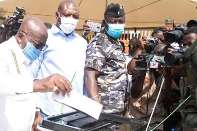 President Akufo-Addo casting his ballot in Monday's election