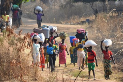 Refugees cross into Chad by foot from the Central African Republic  (file photo).