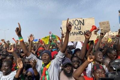 Le Mouvement pour la défense de la démocratie (M2D) a organisé son rassemblement commémorant les dix ans des manifestations du 23 juin 2011 contre le projet loi instituant l'élection simultanée d'un président et son vice-président avec seulement 25% des suffrages.