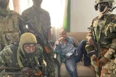 La junte militaire au palais de la République de Guinée après l'arrestation de l'ancien président Alpha Condé