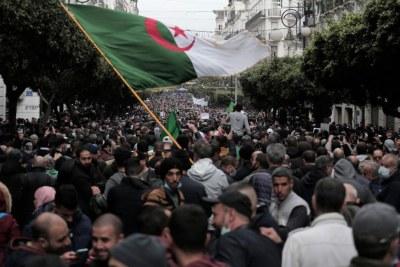 Des Algériens manifestent à Alger pour marquer le deuxième anniversaire du mouvement Hirak, le 22 février 2021.